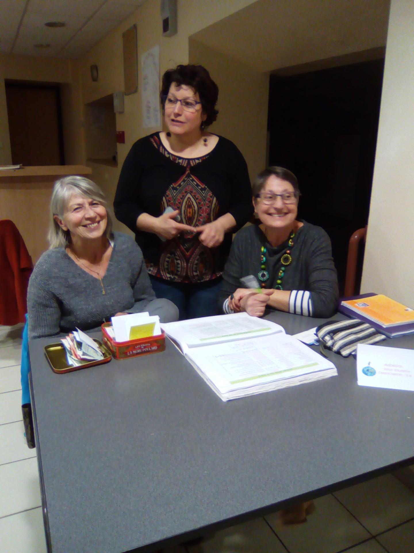 A l'accueil : Elisabeth (trésorière), Martine ( Présidente) et Gwen (membre du CA)