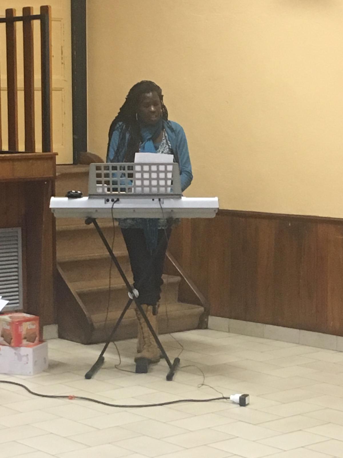 Christelle qui chante en solo : Cadeau!